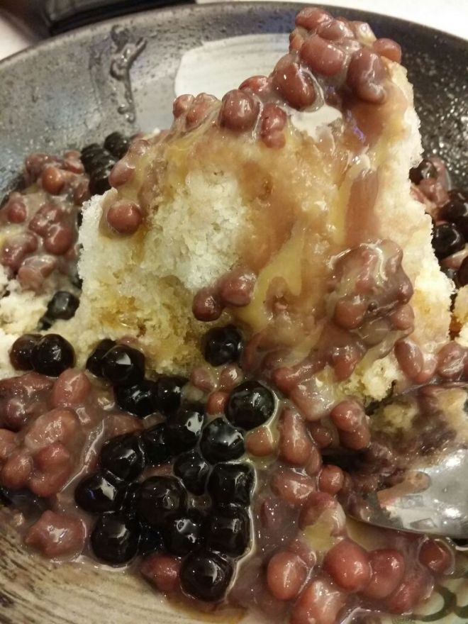Red bean with shaved ice by Alfred Chong