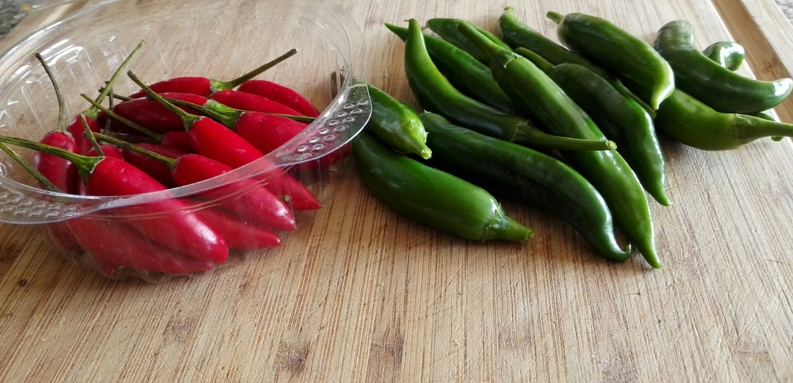 red green chilli chili peppers jalepeno